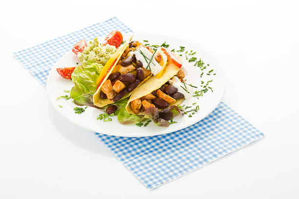 Tacos with chicken on plate, close up:スマホ壁紙(壁紙.com)