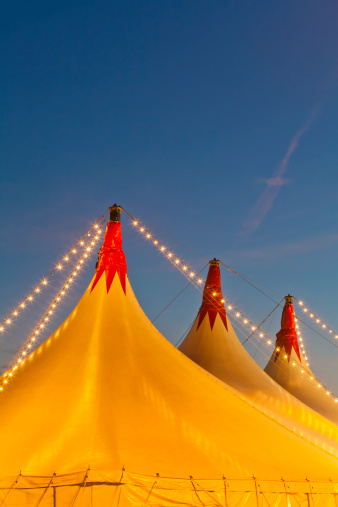 Tent「Germany, Baden Wuerttemberg, Stuttgart, Big circus tent tops against sky」:スマホ壁紙(2)