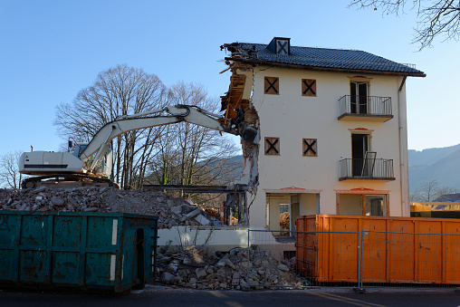 Construction Vehicle「Germany, Bad Heilbrunn, demolishing of a house」:スマホ壁紙(13)