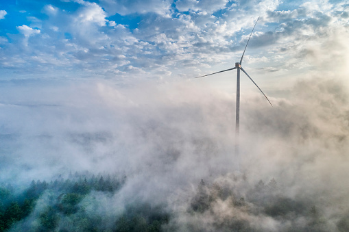 Turbine「Germany, Baden-Wuerttemberg, Schurwald, Aerial view of wind wheel and morning fog」:スマホ壁紙(16)