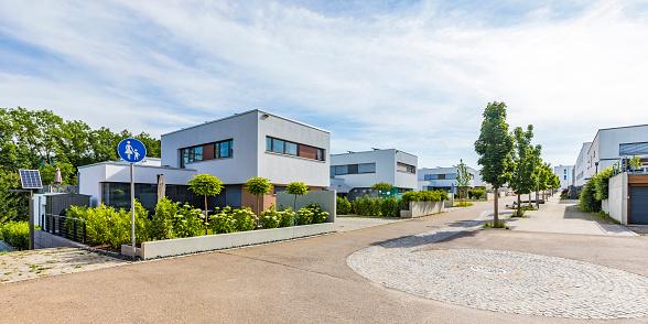 Germany「Germany, Baden-Wurttemberg, Esslingen, New energy efficient residential houses」:スマホ壁紙(16)