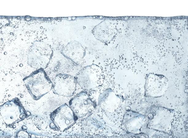 Ice Cubes Floating in Water:スマホ壁紙(壁紙.com)