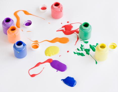 Spilling「Assorted paints spilled on floor」:スマホ壁紙(6)