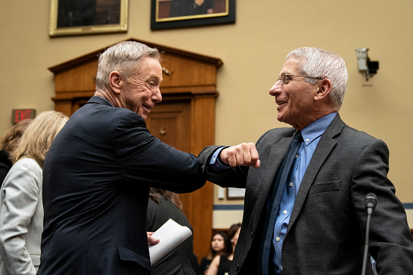 Capitol Hill「House Oversight And Reform Committee Holds Hearing On Government's Preparedness And Response To Coronavirus」:写真・画像(19)[壁紙.com]
