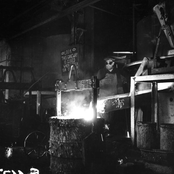 Pouring「Metal Worker」:写真・画像(6)[壁紙.com]