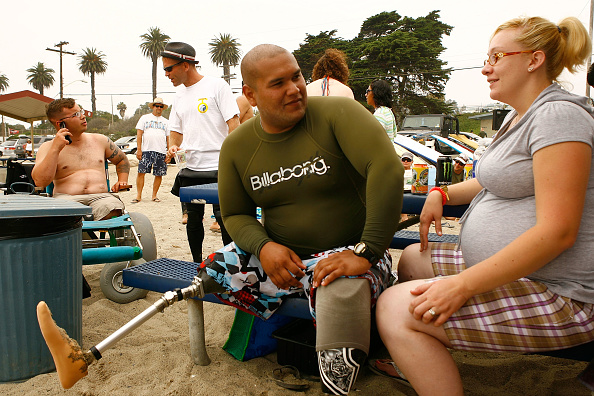 David McNew「San Onofre Beach Host A Surf Camp For Injured Soldiers」:写真・画像(1)[壁紙.com]