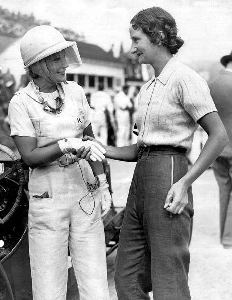 Motorsport「Kaye Petre (Left) With Elsie Wisdom At Brooklands. Creator: Unknown.」:写真・画像(0)[壁紙.com]