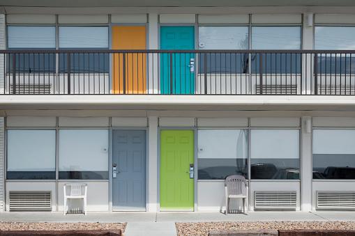 Motel「Brightly colored doors of motel」:スマホ壁紙(8)