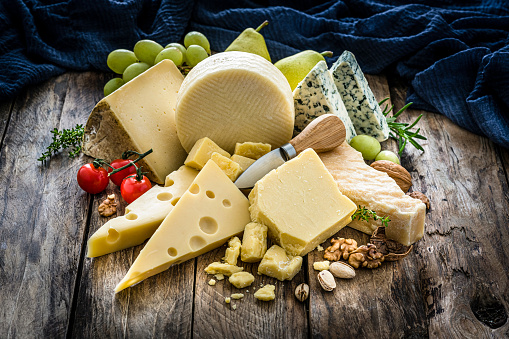 Swiss Cheese「Cheeses selection on rustic wooden table」:スマホ壁紙(16)