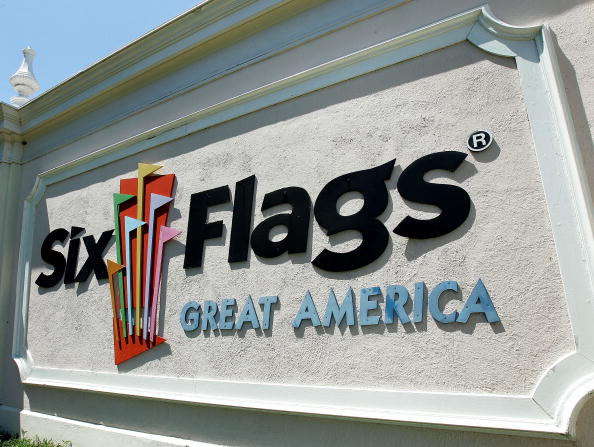 Entrance「Six Flags Policy To Target Sex Offenders」:写真・画像(5)[壁紙.com]