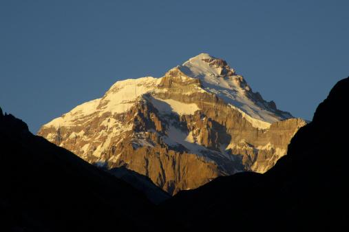 アコンカグア山「The east face of Aconcagua at dawn, the Andes.」:スマホ壁紙(1)