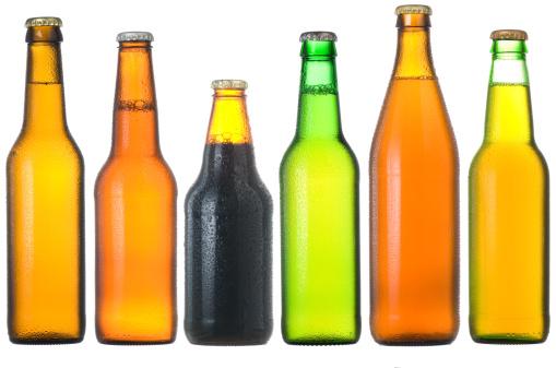 並んでいる「ビールのボトル」:スマホ壁紙(15)