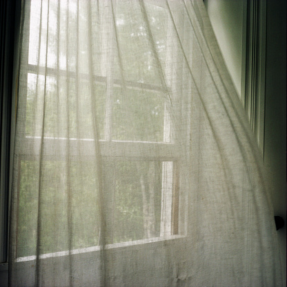 Curtain「Window Curtains Blown by Breeze」:スマホ壁紙(13)