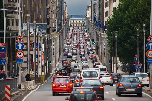 Roadblock「European Quarter, traffic in Rue (street) de la Loi」:スマホ壁紙(16)