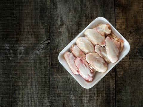 Chicken Wing「Raw chicken wings on table」:スマホ壁紙(13)