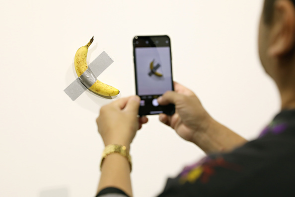"""Comedian「Maurizio Cattelan's """"Comedian"""" On View At Art Basel Miami 2019」:写真・画像(2)[壁紙.com]"""