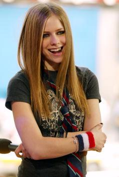 アヴリル・ラヴィーン「MTV TRL: Avril Lavigne」:写真・画像(19)[壁紙.com]