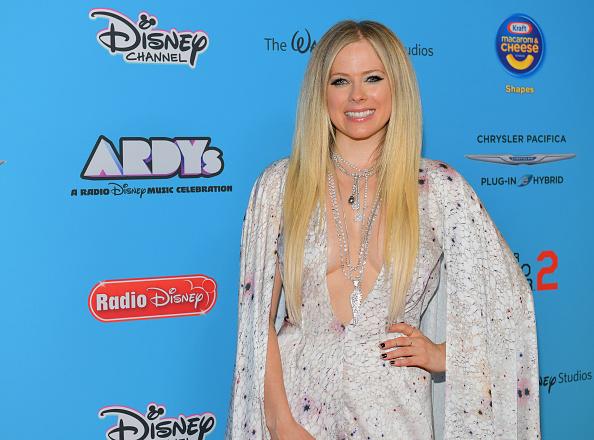 アヴリル・ラヴィーン「2019 Radio Disney Music Awards - Arrivals」:写真・画像(2)[壁紙.com]
