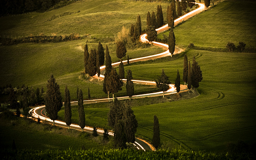Hairpin Curve「Winding cypress lined road in Monticchiello, Val d'Orcia Tuscany Italy」:スマホ壁紙(11)