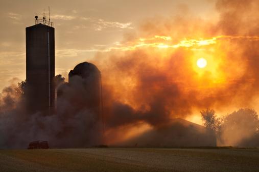 Insurance「Barn Fire in the Light of Sunset」:スマホ壁紙(3)