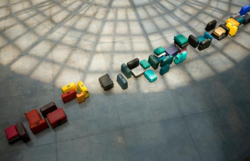 Paving Stone「Line of suitcases」:スマホ壁紙(6)