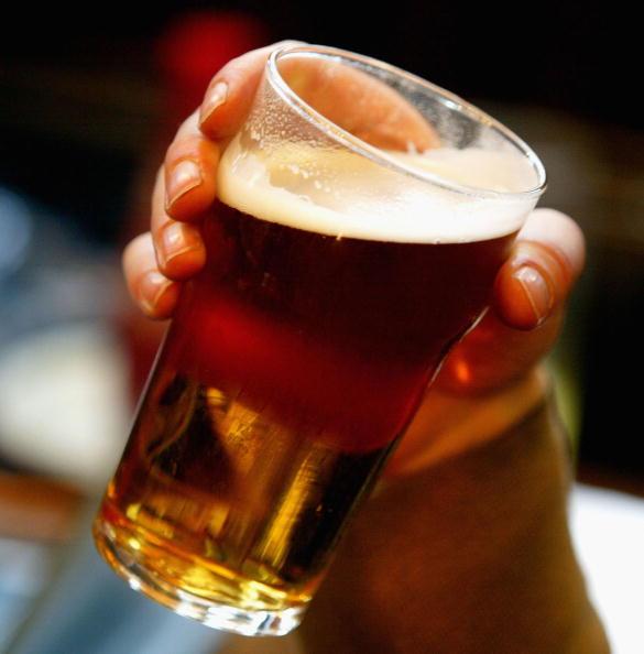 Drinking Glass「Beer Price Rise Threatens Pubs」:写真・画像(2)[壁紙.com]