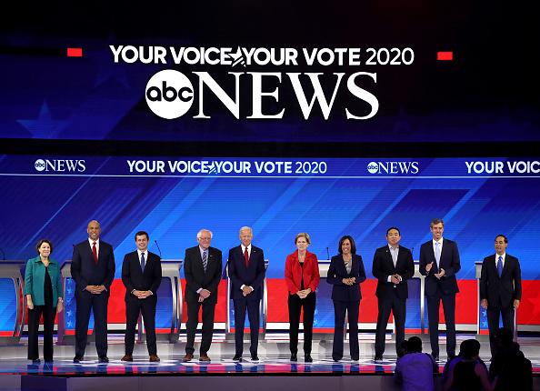 Democracy「Democratic Presidential Candidates Participate In Third Debate In Houston」:写真・画像(14)[壁紙.com]