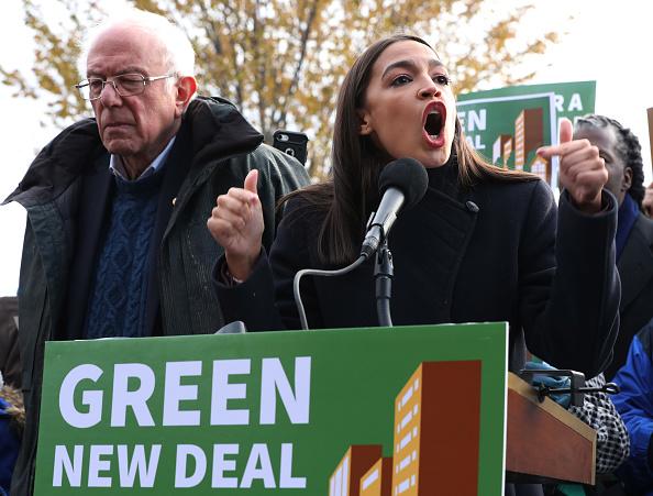Climate Activist「Sen. Bernie Sanders And Rep. Alexandria Ocasio-Cortez Introduce Housing Green New Deal」:写真・画像(2)[壁紙.com]