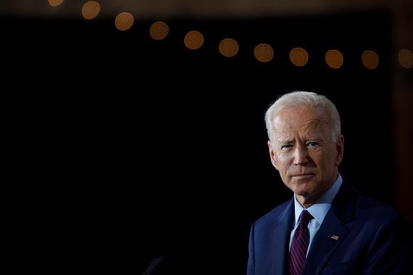 カメラ目線「Democratic Presidential Candidate Joe Biden Speaks On White Nationalism In Iowa」:写真・画像(3)[壁紙.com]