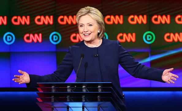 Scott Olson「Democratic Presidential Candidates Debate In Flint」:写真・画像(19)[壁紙.com]