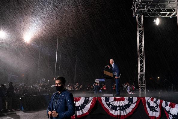 Tampa「Joe Biden Campaigns For President In Florida」:写真・画像(2)[壁紙.com]