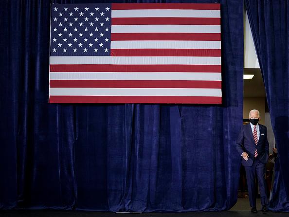 Tampa「Democratic Candidate For President Joe Biden Speaks With Veterans In Florida」:写真・画像(9)[壁紙.com]
