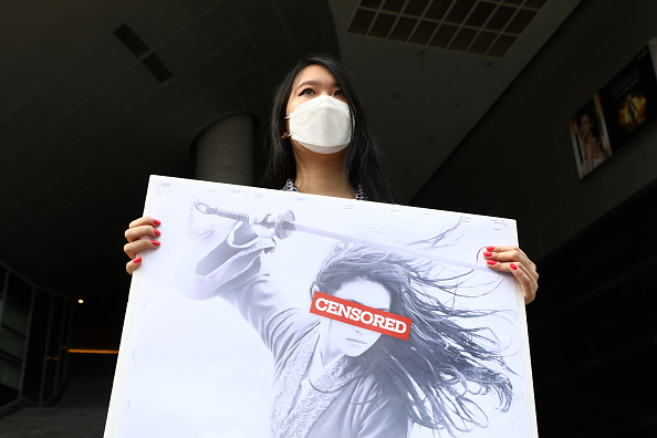 "Action Movie「South Korean Pro-Democracy Hong Kong Supporters Gather As ""Mulan"" Opens In Korea」:写真・画像(12)[壁紙.com]"