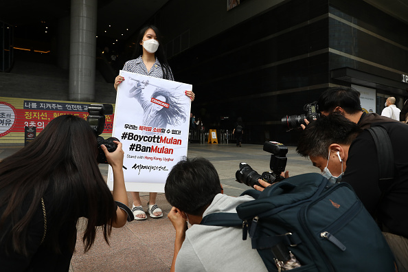 "Action Movie「South Korean Pro-Democracy Hong Kong Supporters Gather As ""Mulan"" Opens In Korea」:写真・画像(7)[壁紙.com]"
