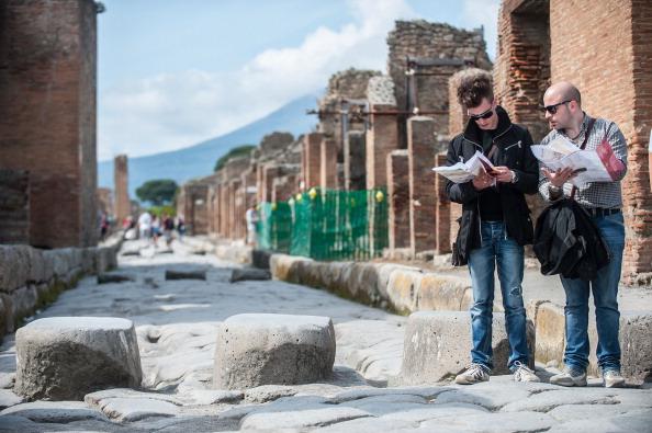 Tourist「Pompei Archaeological Site」:写真・画像(14)[壁紙.com]