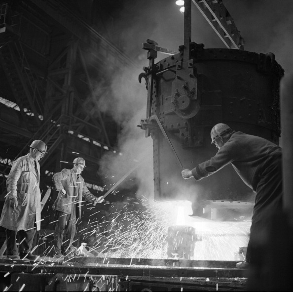 Pouring「Pouring a two ton casting, Osborn Hadfields Steel Founders, Sheffield, South Yorkshire, 1968. Artist: Michael Walters」:写真・画像(6)[壁紙.com]