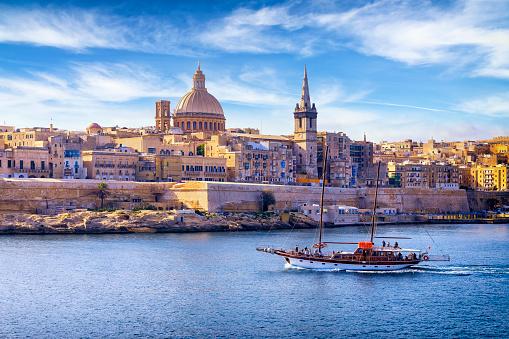 Weekend Activities「Malta - Mediterranean travel destination, Marsamxett Harbour and Valletta with Cathedral of Saint Paul」:スマホ壁紙(10)