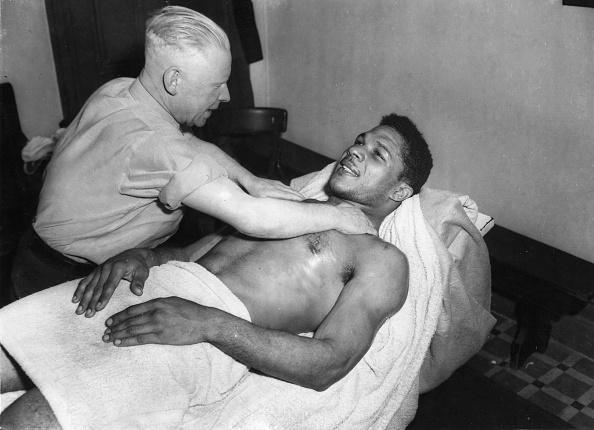 Black History in the UK「Neck Massage」:写真・画像(10)[壁紙.com]