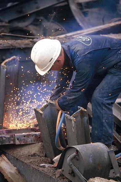 Effort「Worker using gas torch to cut up scrap metal.」:写真・画像(3)[壁紙.com]