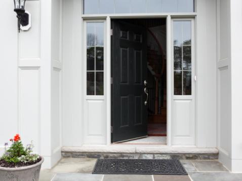 Front Door「Front porch of house with front door open」:スマホ壁紙(16)