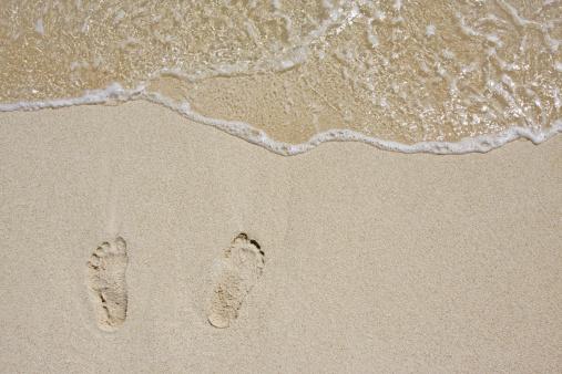 Walking「Footsteps on the beach」:スマホ壁紙(19)