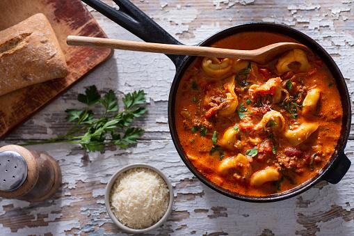 Sausage「Cooking Tortellini Soup」:スマホ壁紙(14)