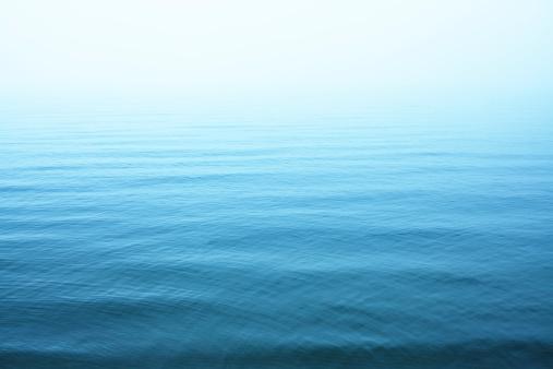 River「Ripples on blue water surface」:スマホ壁紙(4)