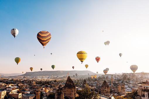 Turkey - Middle East「Hot air balloons over Cappadocia at sunrise,Turkey」:スマホ壁紙(14)