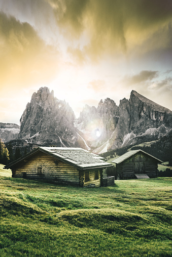Chalet「south tyrol view with alps in the background」:スマホ壁紙(13)