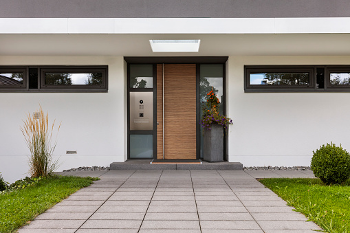 Front Door「Inviting brown front door」:スマホ壁紙(6)