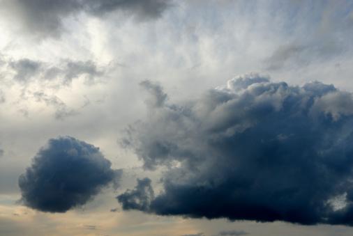 Mammatus Cloud「Clouds with Rain」:スマホ壁紙(14)