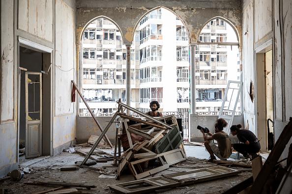 Exploding「Beirut Picks Up The Pieces After Deadly Blast」:写真・画像(3)[壁紙.com]