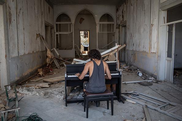 Exploding「Beirut Picks Up The Pieces After Deadly Blast」:写真・画像(10)[壁紙.com]