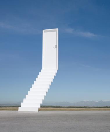 Vertical「Door at end of stairway leading to the sky」:スマホ壁紙(14)
